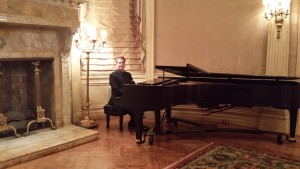 Jazz pianist Arnie on the concert grand at the Columbus Club in Manhattan