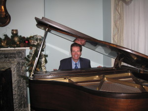 NJ Piano Player Arnie at a holiday sing along