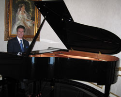 New York City pianist Arnie playing for a Manhattan wedding ceremony and cocktail hour.