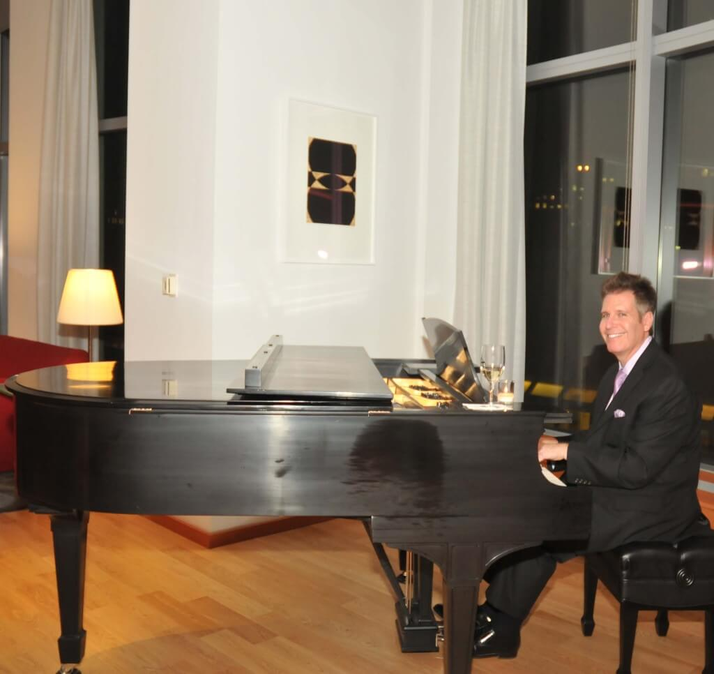 New York Pianist Arnie Abrams at the FreedomToMarry Benefit in Manhattan