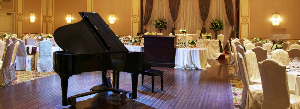Wedding venue with beautiful piano music for your big day!
