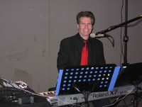 Arnie-performing-at-a-NJ-Christmas-Party
