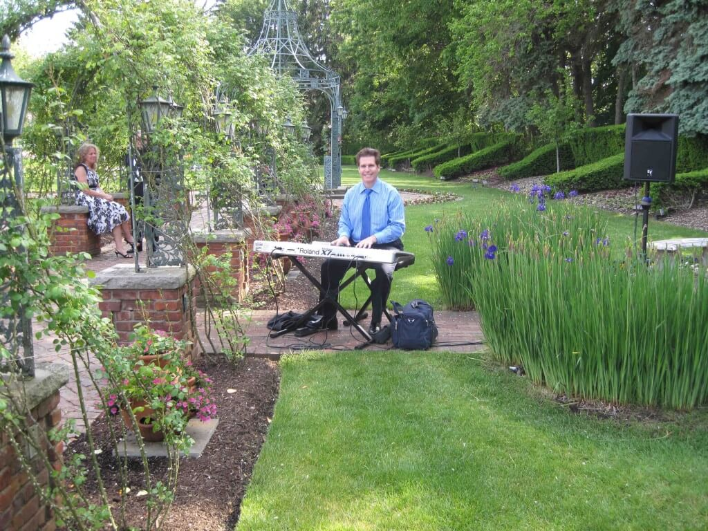 Arnie performing with his portable keyboard and sound system at an outdoor NJ wedding