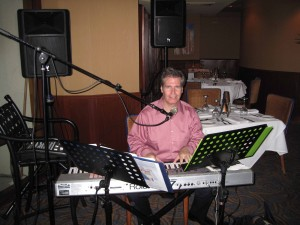 NJ Piano Player Arnie Abrams at the Charthouse in Weehawken, NJ