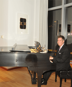 New Jersey restaurant piano player Arnie Abrams