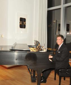 New Jersey restaurant piano player Arnie Abrams